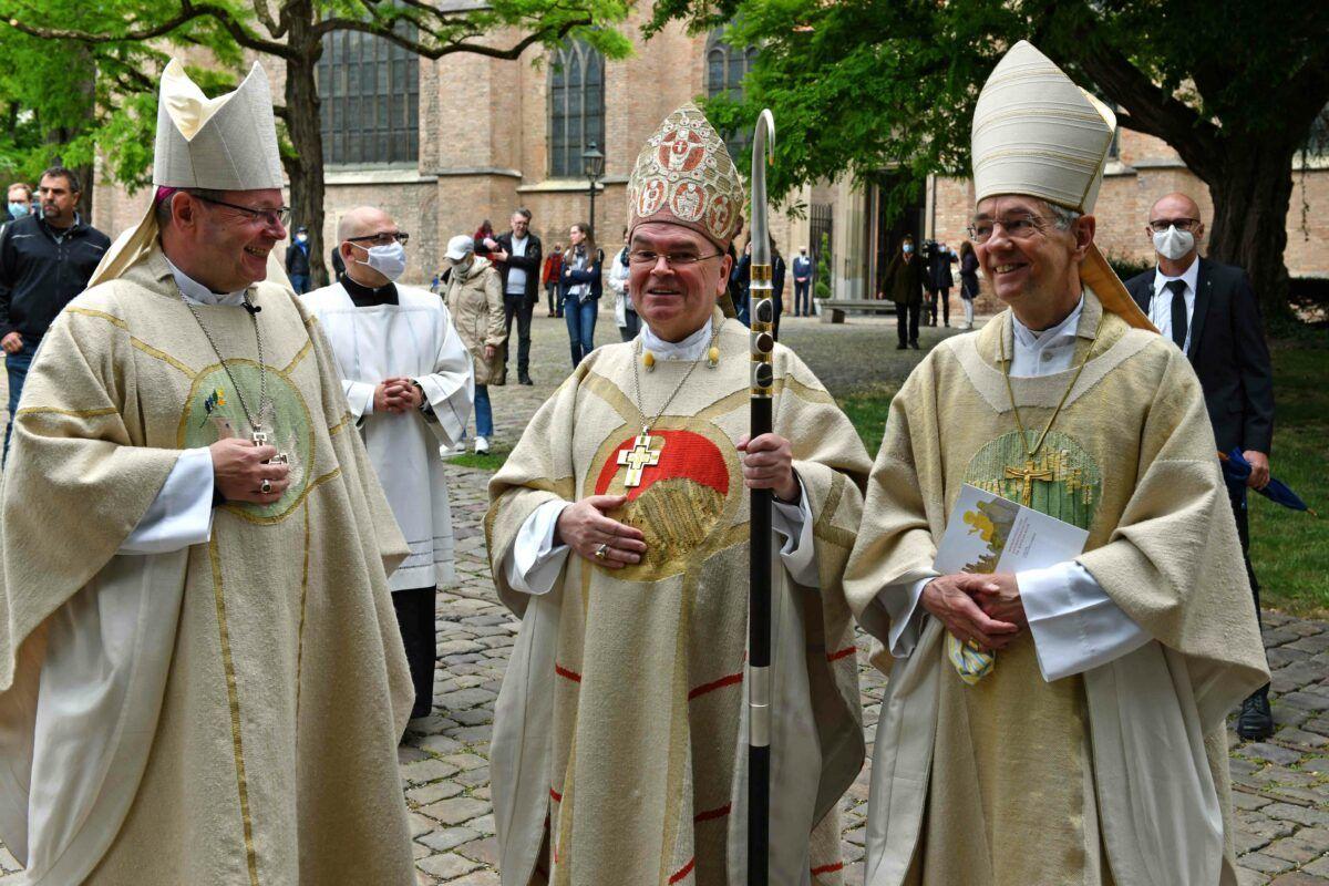 Bischof Bertram Meier Gemeinsam Mit Bischof Baetzing Und Erzbischof Schick Archivbild Nicolas Schnall Pba