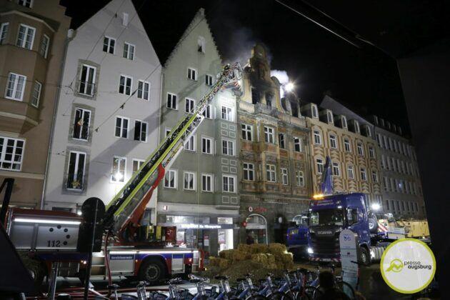 Dachstuhlbrand Karolinenstr 66.Jpg