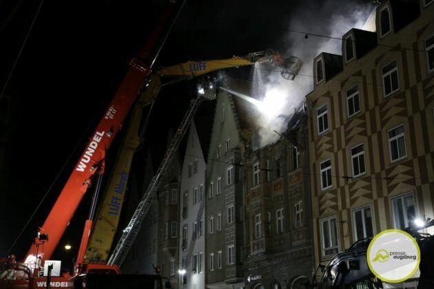 Dachstuhlbrand Karolinenstr 95.Jpg