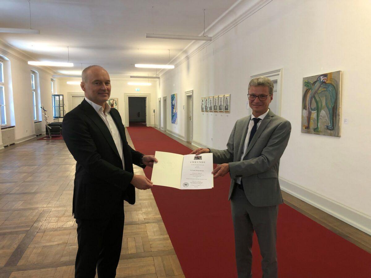 Stm Sibler Re. Uebergibt Ernennungsurkunde An Prof. Rohrmair