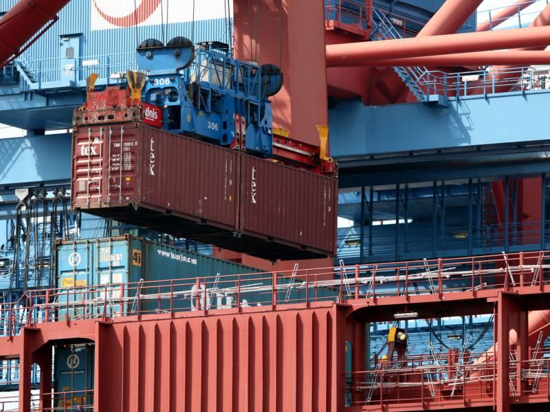 Deutsche Sehen Wirtschaft Gegenueber Usa Und China Im Nachteil