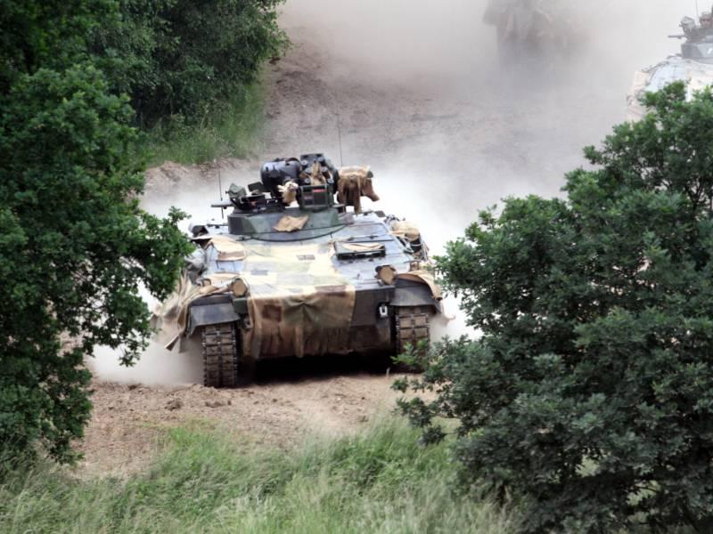 Eu Kommissionspraesidentin Wirbt Fuer Verteidigungsunion