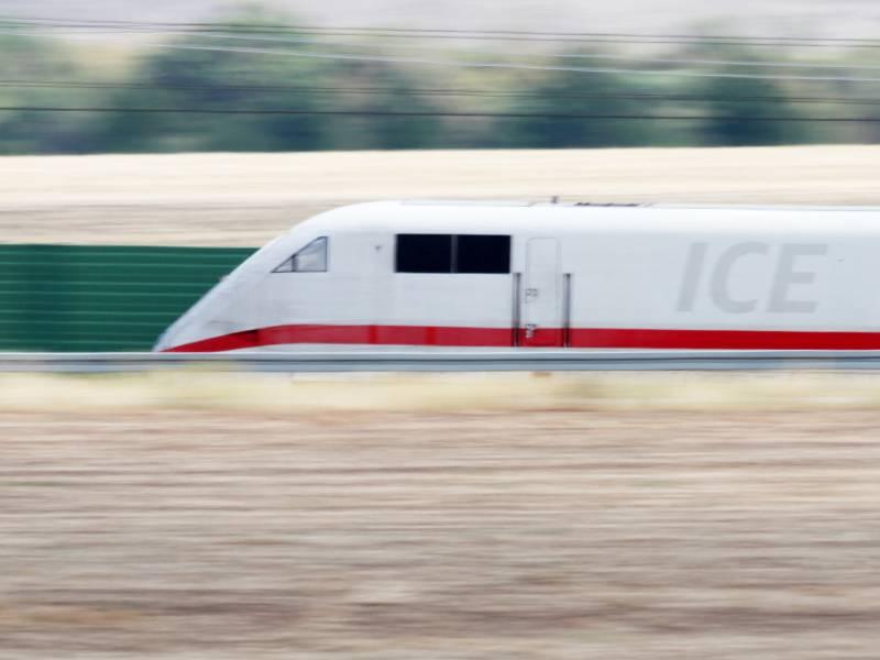 Gruene Fordern Defibrillatoren In Allen Zuegen Der Deutschen Bahn