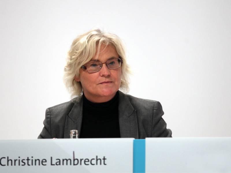 Lambrecht Beklagt Eskalationsspirale Von Hass Und Gewalt