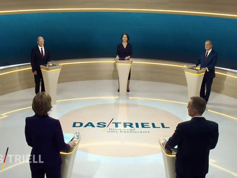 Laschet Und Baerbock Gehen Bei Tv Triell Auf Scholz Los