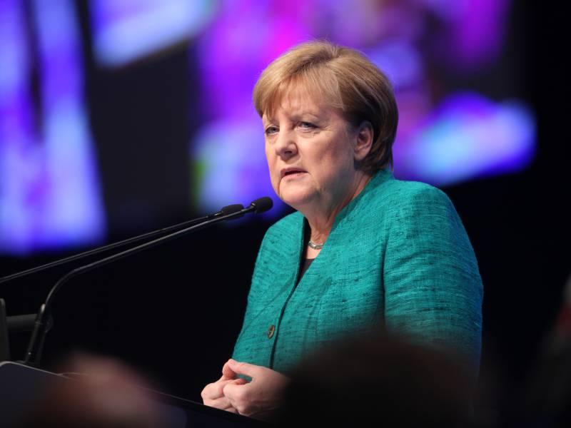 Merkel Stichelt Gegen Scholz Keine Versuchskaninchen Beim Impfen
