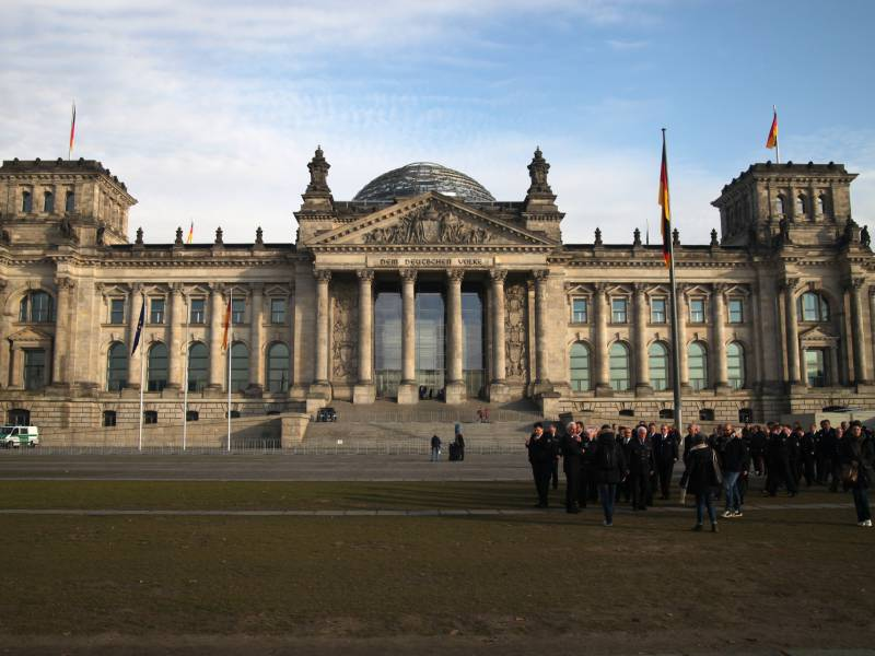 Parlament Befuerchtet Platznot
